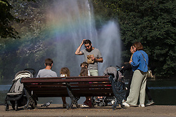 © Licensed to London News Pictures.  27/08/2021. London, UK. Visitors to Victoria Park in east London enjoy the weather, ahead of the bank holiday weekend when high temperatures are expected in parts of the UK. Photo credit: Marcin Nowak/LNP