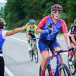 12-09-2020: Wielrennen: Giro Rosa: Arcidosso<br /> Peloton in Toscaans Landschap Kirsten Wild