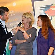 NLD/Amsterdam/20101115 - Presentatie Douwe Egberts Sinterklaasboeken Openbare Bibliotheek Amsterdam, Winston Gerschtanowitz en de makers van het boekje Martine Bijl & .Loes Riphagen