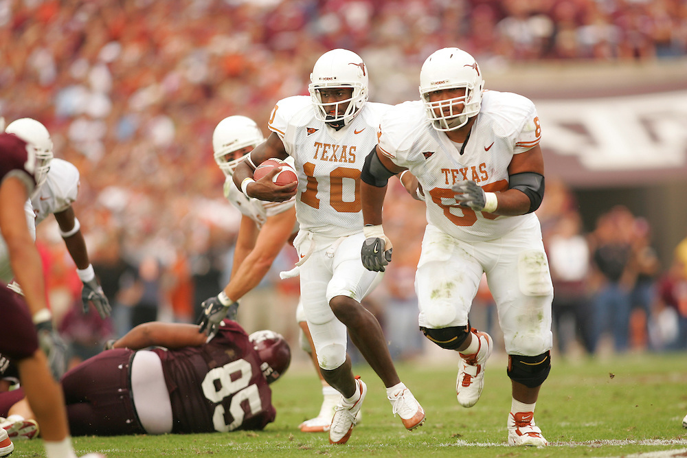Vince Young.Texas at Texas A&M.Kyle Field.College Station, TX.Friday, November 25 2005.11-25-05.photograph by Darren Carroll.