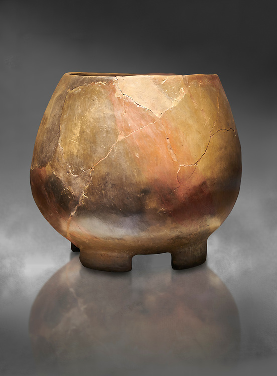 Neolithic terracotta cook pot. 6000 BC. Catalhoyuk Collections. Museum of Anatolian Civilisations, Ankara .<br /> <br /> (If you prefer you can also buy from our ALAMY PHOTO LIBRARY  Collection visit : https://www.alamy.com/portfolio/paul-williams-funkystock/prehistoric-neolithic-art.html - Type Catalhoyuk into the LOWER SEARCH WITHIN GALLERY box. Refine search by adding background colour, place, museum etc.<br /> <br /> Visit our PREHISTORIC PLACES PHOTO COLLECTIONS for more  photos to download or buy as prints https://funkystock.photoshelter.com/gallery-collection/Prehistoric-Neolithic-Sites-Art-Artefacts-Pictures-Photos/C0000tfxw63zrUT4