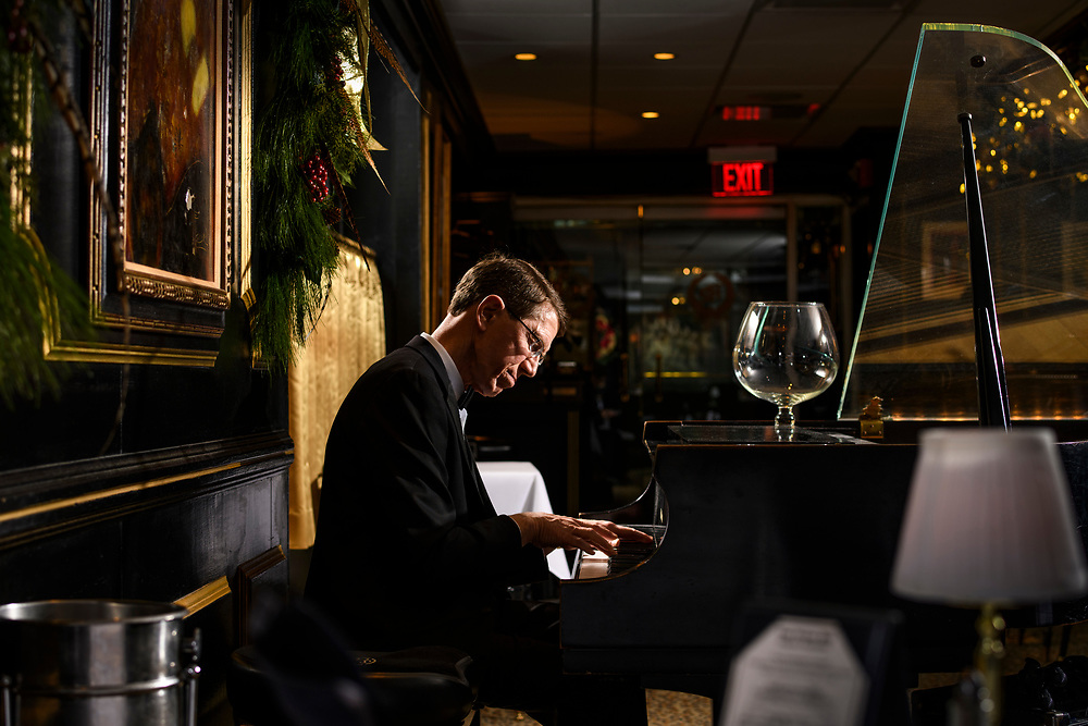 Baltimoe, Maryland - December 14, 2017: Jeff Wilson is the longtime house pianist for The Prime Rib in Baltimore.<br /> <br /> CREDIT: Matt Roth