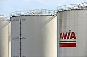 Nederland, Enschede, 3-10-2013Opslagtanks van Avia. Elke tank heeft een inhoud van 1,5 miljoen liter brandstof, benzine of diesel.Foto: Flip Franssen/Hollandse Hoogte
