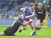 Shepards Bush, West London, UK., 30.09.2001, Joe Lewsey holds on to Nathan Williams,  London Wasps vs Stade Francais, Loftus Road Stadium,<br /> Heineken European Rugby Cup,<br /> [Mandatory Credit: Peter Spurrier/Intersport Images],