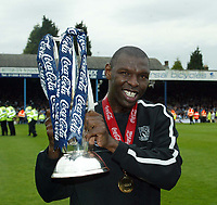Photo: Chris Ratcliffe.<br />Southend United v Bristol City. Coca Cola League 1. 06/05/2006.<br />Shaun Goater of Southend United celebrates at the end after his last professional game.