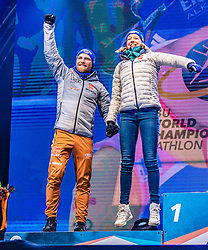 20.02.2020, Suedtirol Arena, Antholz, ITA, IBU Weltmeisterschaften Biathlon, Single Mixed Staffel, Siegerehrung, im Bild Silbermedaillengewinner v.l. Erik Lesser (GER), Franziska Preuss (GER) // Silver medalist f.l. Erik Lesser and Franziska Preuss of Germany during the winner ceremony for the Single mixed relay of IBU Biathlon World Championships 2020 at the Suedtirol Arena in Antholz, Italy on 2020/02/20. EXPA Pictures © 2020, PhotoCredit: EXPA/ Stefan Adelsberger
