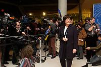 18 DEC 2003, BERLIN/GERMANY:<br /> Sigrid Skarpelis-Sperk, MdB, SPD, Mitglied des Parteivorstandes, gibt ein Pressestatement, waehrend der SPD Fraktionsitzung, Deutscher Bundestag<br /> IMAGE: 20031218-01-055<br /> KEYWORDS: Journalisten, Journalist, Mikrofon, microphone