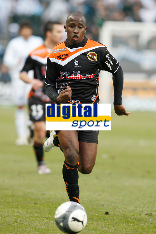 FOOTBALL - FRENCH CHAMPIONSHIP 2009/2010 - L1 - OLYMPIQUE MARSEILLE v FC LORIENT - 07/03/2010 - PHOTO PHILIPPE LAURENSON / DPPI - SIGAMARY DIARRA (LOR)