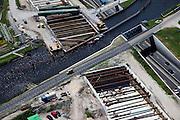 Nederland, Zuid-Holland, Noord-Holland,12-05-2009; Huigsloterdijk en Ringvaart Haarlemmermeer. Aanleg nieuw aquaduct voor de te verbreden Rijksweg A4. Het nieuwe aqua-duct komt naast de bestaande aquaducten voor de autoweg A4 (rechts ) en de  HSL (buiten beeld).Swart collectie, luchtfoto (toeslag); Swart Collection, aerial photo (additional fee required).foto Siebe Swart / photo Siebe Swart