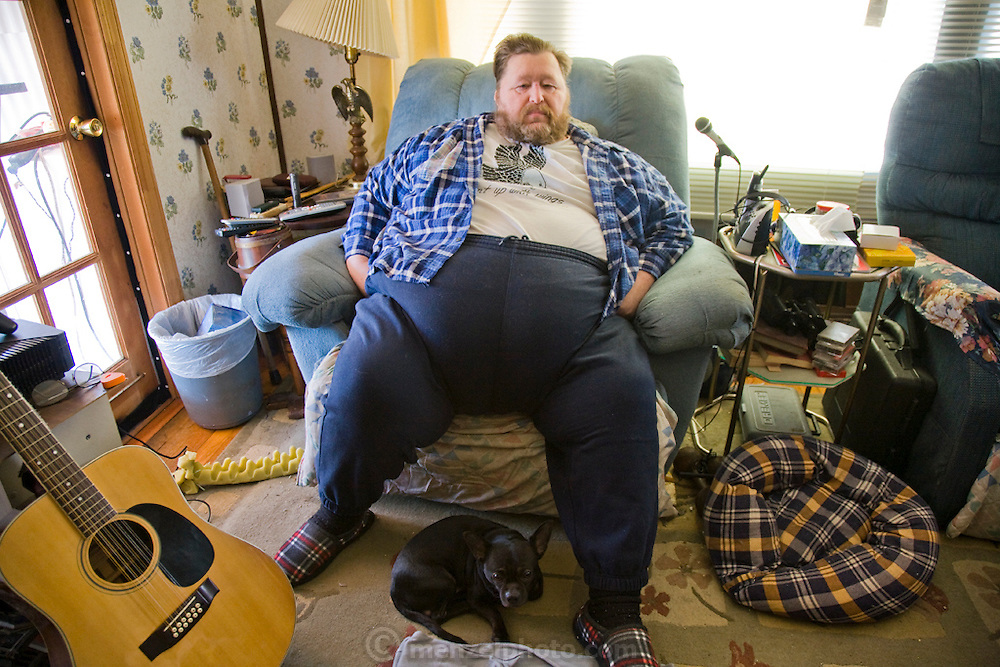 Rick Bumgardner at his home in Knoxville, Tennessee. (Rick Bumgardener was featured in the book What I Eat: Around the World in 80 Diets.)  Disabled due to his 500 pound weight and diabetes, Rick is dieting to reduce his weight by 100 pounds so that he can get gastric bypass surgery to lose another 200 pounds. MODEL RELEASED.
