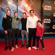 NLD/Amsterdam/20191218 - Premiere van Star Wars: The Rise of Skywalker, Vincent Croiset met zijn zonen