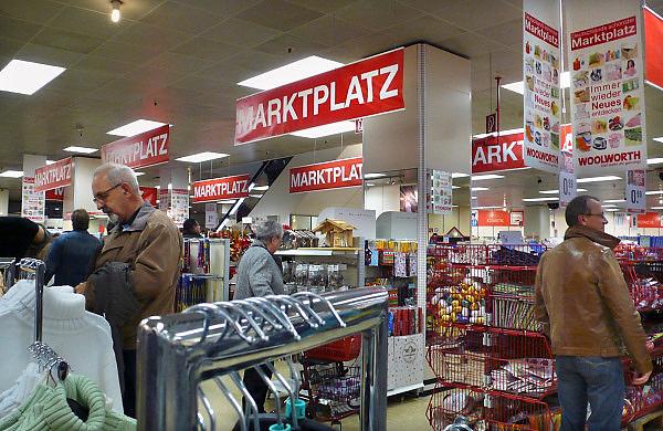 Duitsland, Kleef, 9-11-2008Winkel, warenhuis in het centrum van deze stad vlakbij Nijmegen. Het is koopzondag en veel nederlanders gaan hier inkopen doen.Foto: Flip Franssen/Hollandse Hoogte