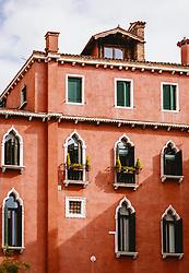 THEMENBILD - Venezianische Häuserfront, aufgenommen am 04. Oktober 2019 in Venedig, Italien // Venetian house front in Venice, Italy on 2019/10/04. EXPA Pictures © 2019, PhotoCredit: EXPA/ JFK