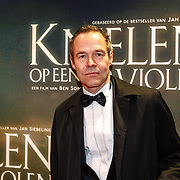 NLD/Amsterdam/20160222 - Premiere Knielen op een Bed Violen, Joram Lursen