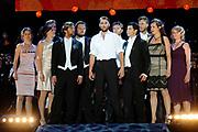 De AVRO Musical Sing-a-Long: Live vanaf de Uitmarkt! vormt ook dit jaar de afsluiting van de Uitmarkt op zondag 29 augustus. Onder begeleiding van het Metropole Orkest geven tal van musicalartiesten acte de présence. Zij zingen bekende nummers uit lopende musicals, maar ook nummers uit nieuwe musicals die komend theaterseizoen in de verschillende theaters te zien zijn.<br /> <br /> Op de foto:<br /> <br />  Musical Soldaat van Oranje met  de cast Kes Blance, Oren Schrijver, Tijn Docter, Anne Lamsvelt, Loes Haverkort, Matteo van der Grijn, Catherine ten Bruggencate, Boy Ooteman, Margreet Boersbroek, Jorrit Ruijs, Ad-Just Bouwman en Nico de Vries