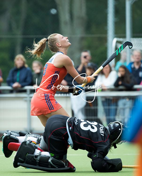 SCHIEDAM - Caia van Maasakker (Ned)  met het nemen van shoot outs ,   na de oefenwedstrijd tussen  de dames van Nederland en Belgie , in aanloop naar het  EK Hockey, eind augustus in Amstelveen. COPYRIGHT KOEN SUYK