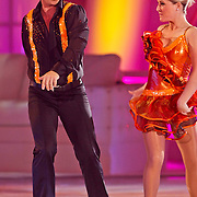 NLD/Hilversum/20110204 - 2e Liveshow Sterren Dansen op het IJs 2011, Danny de Munk en schaatspartner Kristen Treni