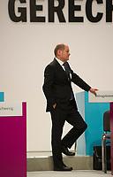 DEU, Deutschland, Germany, Berlin, 11.12.2015: Hamburgs Bürgermeister Olaf Scholz (SPD) beim Bundesparteitag der SPD im CityCube.