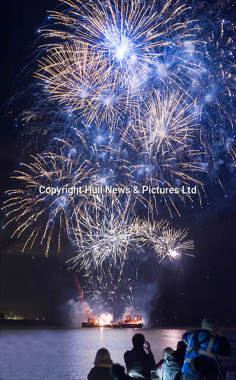 1 January 2017: Launch of Hull 2017 - Uk City of Culture.<br /> Fireworks display in the Humber Estuary.<br /> Picture: Sean Spencer/Hull News & Pictures Ltd<br /> 01482 210267/07976 433960<br /> www.hullnews.co.uk         sean@hullnews.co.uk