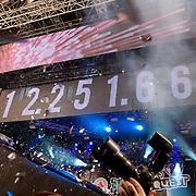 NLD/ENSCHEDE/20121224 - SERIOUS REQUEST DAG 7 DE EINDSTAND - BEKENDMAKING EINDSTAND MICHIEL,GERARD EN GIEL GAAN UIT HUN DAK