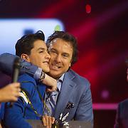 NLD/Hilversum/20140221 - Finale The Voice Kids 2014, Marco Borsato omhelst Ayoub Haach
