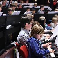 Nederland, Amsterdam , 12 november 2014.<br /> Speel mee met Lang Lang!Speel je piano en ben je tussen de 6 en 16 jaar? Heb je altijd al eens in Het Concertgebouw willen spelen, en dan ook nog eens met een wereldberoemde pianist? Dan is dit je kans! Je kunt je nu opgeven om op 23 november 2014 samen met Lang Lang en negenennegentig andere jonge pianisten te spelen in de Grote Zaal van Het Concertgebouw.<br /> WorkshopsIn de weken vóór het concert worden er twee workshops gegeven waarbij je aanwezig moet zijn. Onder leiding van een pianodocent repeteer je tijdens deze workshops de stukken die op 23 november gespeeld worden. Uiteraard is het de bedoeling dat je thuis al goed hebt geoefend!<br /> <br /> Foto:Jean-Pierre Jans