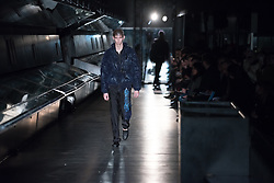 January 6, 2018 - London - View of the Cottweiler's runway during the London Fashion Week Men's January 2018 at Natural History Museum, London on January 6, 2018. Cottweiler is a brand founded by designers Ben Cottrell and Matthew Dainty. (Credit Image: © Alberto Pezzali/NurPhoto via ZUMA Press)