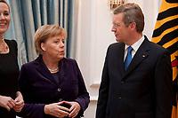 13 JAN 2011, BERLIN/GERMANY:<br /> Angela Merkel (L), CDU, Bundeskanzlerin, und Christian Wulff (R), Bundespraesident, im Gespraech, Neujahrsempfang des Bundespraesidenten, Schloss Bellevue<br /> IMAGE: 20110113-01-085<br /> KEYWORDS: Bundespräsident, Gespräch