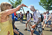 Nederland, Nijmegen, 20-7-2016 Deelnemers aan de 4daagse, vierdaagse, lopen op de tweede dag, de dag van Wijchen, via Beuningen naar de finish op de wedren. Vanwege de hitte, hoge temperaturen zijn langs het parcours veel extra waterpunten opgezet . Op de verzorging van het Rode Kruis worden veel blaren geprikt . Het laatste stuk van het parcours loopt over de Waalkade en door de stad, de Hertogstraat, waar ook de zomerfeesten plaatsvinden. Traditioneel de roze woensdag genoemd .The International Four Day Marches Nijmegen is the largest marching event in the world. It is organized every year in Nijmegen mid-July as a means of promoting sport and exercise. Participants walk 30, 40 or 50 kilometers daily, and receive a medal, Vierdaagsekruisje. The maximum paticipants is 45,000 . Foto: Flip Franssen