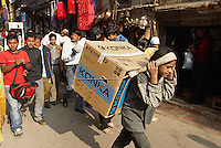 Nepal. Vallee de Katmandou. Katmandou. Rue commercante d'Asan Tole. // Nepal. Kathmandu valley. Kathmandu. Asan Tole street.