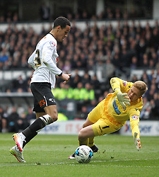 Thomas Ince of Derby County (L) goes around Ben Amos of Bolton Wanderers - Mandatory by-line: Jack Phillips/JMP - 09/04/2016 - FOOTBALL - iPro Stadium - Derby, England - Derby County v Bolton Wanderers - Sky Bet Championship