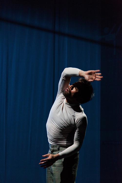SHIFTED REALITIES - double solo- Toula Limnaios & Hironori Sugata - Halle Tanzbühne Berlin