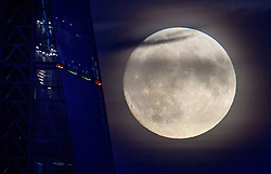 © Licensed to London News Pictures. 13/11/2016. London, UK. A supermoon seen rising over the London landscape behind The Leadenhall Building. The moon is expected to be the biggest and brightest that it has been since 1948. Photo credit: Ben Cawthra/LNP