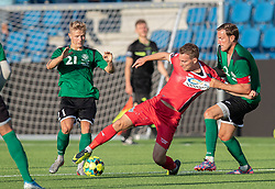 Anders Holst (FC Helsingør) kæmper med Mathias Kisum og Jesper Christiansen (Næstved Boldklub) under træningskampen mellem FC Helsingør og Næstved Boldklub den 19. august 2020 på Helsingør Stadion (Foto: Claus Birch).