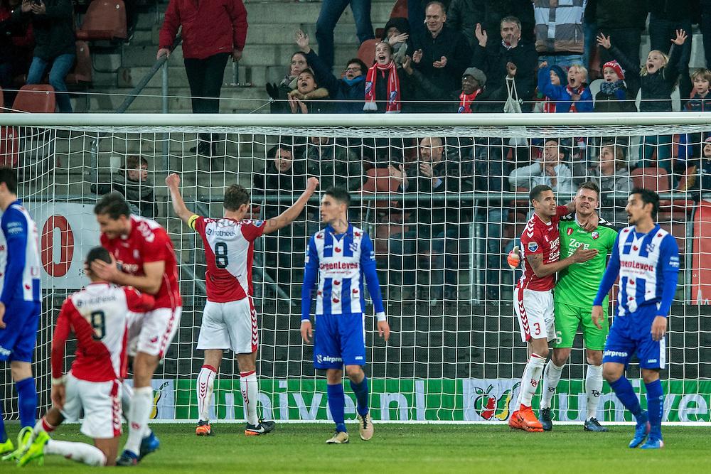 05-02-2017 NED: FC Utrecht - Heerenveen, Utrecht<br /> 21e speelronde van seizoen 2016-2017, Nieuw Galgenwaard / Ramon Leeuwin #3, David Jensen #16