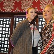 NLD/Amsterdam/20190228 - Opening Holland Zingt Hazes 2019 Backstage Cafe, Samantha Steenwijk en Roxanne Hazes zingen samen