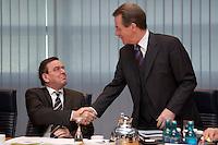 09 JAN 2005, BERLIN/GERMANY:<br /> Gerhard Schroeder (L), SPD, Bundeskanzler, und Franz Muentefering (R), SPD Parteivorsitzender, begruessen sich vor Beginn der Sitzung des SPD Praesidiums zum Auftakt der Klausurtagungen, Willy-Brandt-Haus<br /> IMAGE: 20050109-01-014<br /> KEYWORDS: Präsidium, Gerhard Schröder, Franz Müntefering, Handshake, Begruessung, Begrüssung