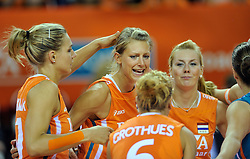 18-09-2011 VOLLEYBAL: DELA TROPHY NEDERLAND - TURKIJE: ALMERE<br /> Nederland wint met 3-0 van Turkije en wint hierdoor de DELA Trophy / (L-R) Caroline Wensink, Captain Manon Flier, Maret Grothues, Laura Dijkema<br /> ©2011-FotoHoogendoorn.nl