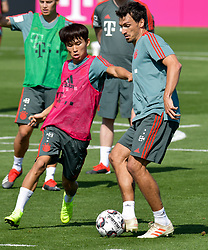 Bayern Munich's Mats Hummels (R) and Woo-yeong Jeong (L) take part in the  winter training camp at the Aspire Academy of Sports Excellence in the Qatari capital Doha on January. 05, 2019. FC Bayern Munich will stay in the Doha until10 January 2019 (X?inhua/Nikku) (Credit Image: © Nikku/Xinhua via ZUMA Wire)