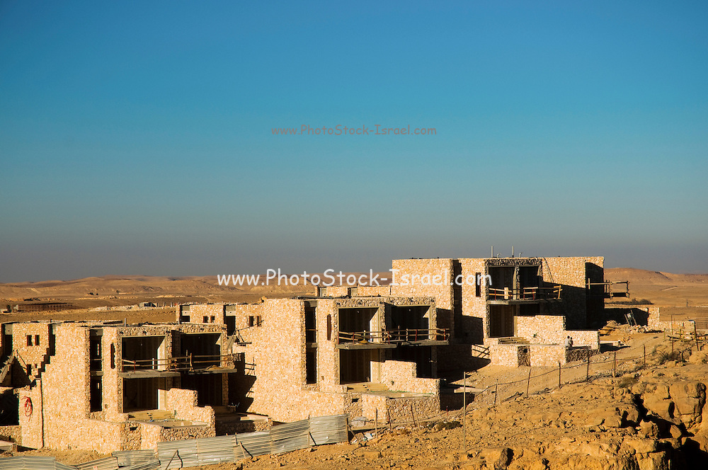Israel, Negev, Construction of the Isrotel hotel on the cliff of the Ramon Crater,