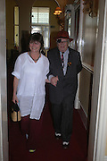 Lydia Livingstone and George Melly. Book launch of Take A Girl Like Me - Life With George by Diana Melly. The Polish Club. Exhibition Rd. London. 21 July 2005. ONE TIME USE ONLY - DO NOT ARCHIVE  © Copyright Photograph by Dafydd Jones 66 Stockwell Park Rd. London SW9 0DA Tel 020 7733 0108 www.dafjones.com