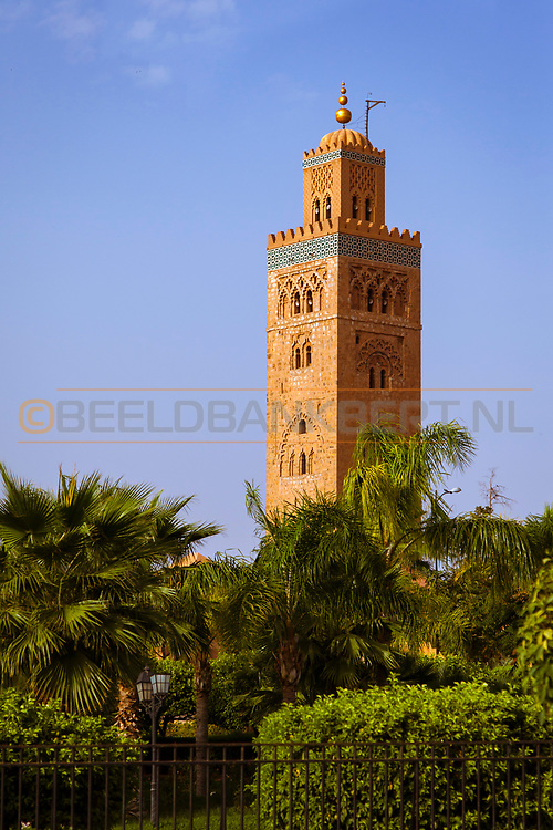 06-10-2015 -  Foto van Koutoubia moskee bij De stad van Marrakech in Marrakech, Marokko. De Koutoubia moskee is de grootste moskee van Marrakech. De minaret is 69 meter hoog.
