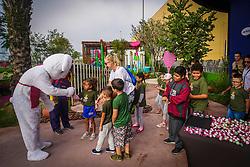 Porto Alegre, RS 30/04/2019: A prefeita em exercício, Mônica Leal, participou, na manhã desta terça-feira (30), da cerimônia de entrega <br /> por parte da loja Cacau Show do Barra Shopping, deu um ovo de Páscoa de 70kg para 324 crianças, de até 12 anos, que <br /> participam do Serviço de Convivência e Fortalecimento de Vínculos atendidos por organizações parceiras da FASC e nos Centros de <br /> Referência de Assistência Social – CRAS Ampliados. Foto: Jefferson Bernardes/PMPA