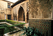 SPAIN, ANDALUSIA, SEVILLE Alcazar; Moorish, Patio del Yeso