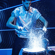 NLD/Hilversum/20160109 - 4de live uitzending The Voice of Holland 2015, drummer met opspattend water