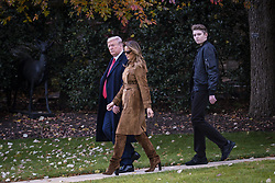 President Donald Trump, First Lady Melania Trump and their son, Barron, walk to board Marine One on the South Lawn of the White House on Nov. 26, 2019 in Washington, D.C. President Trump, First Lady Melania Trump and their son Barron are traveling to Florida for the Thanksgiving holiday. Photo by Pete Marovich/ABACAPRESS.COM  Knauss Melania Trump Melania Knauss Melania Trump Melania Trump Donald Trump Donald Petit-copain Petit-amie Petit-ami Petit amie Petit ami Fiancee Fiance Ehemann Husband Wife Ehefrau Epoux Epouse Femme Mari Amoureux Compagne Compagnon Companion Couple Couple Girlfriend  | 710720_001 Washington