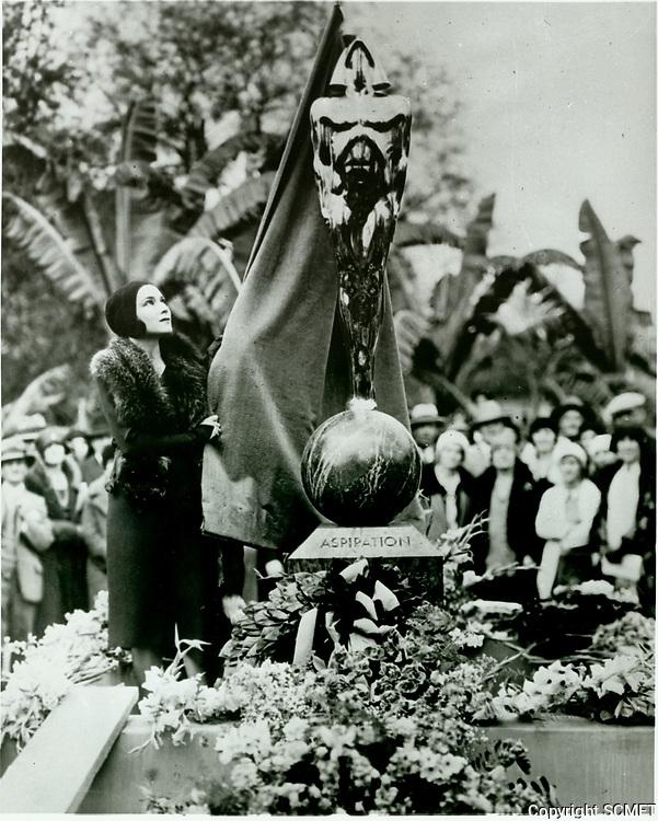 1930 Rudolph Valentino memorial statue in DeLongpre Park