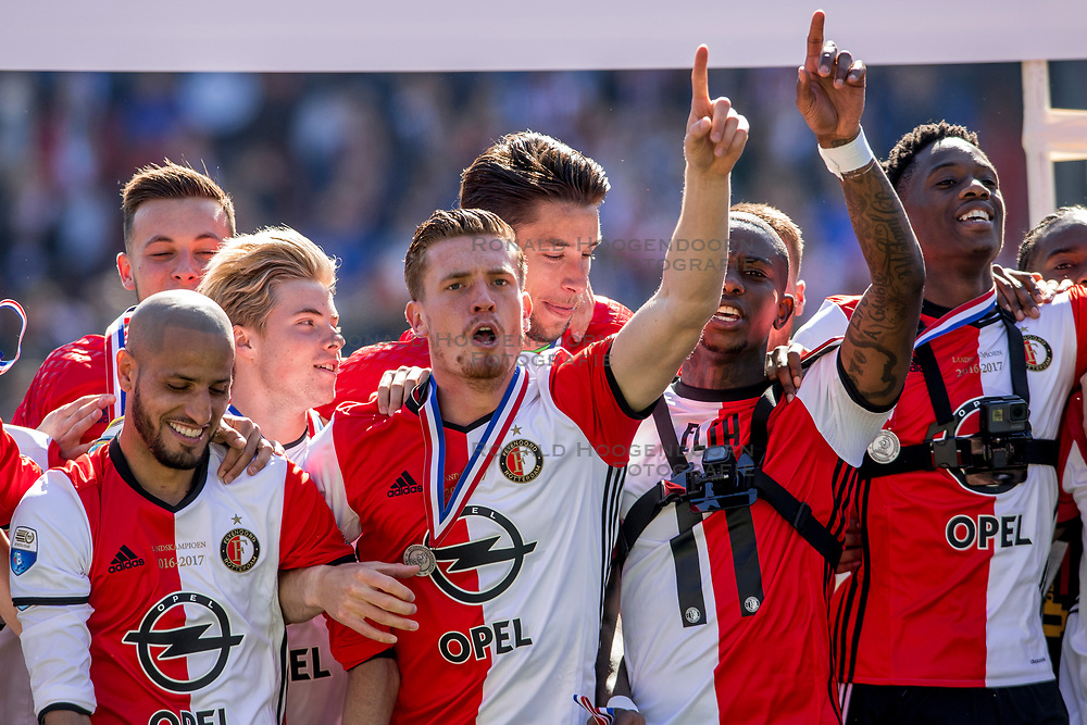 14-05-2017 NED: Kampioenswedstrijd Feyenoord - Heracles Almelo, Rotterdam<br /> In een uitverkochte Kuip pakt Feyenoord met een 3-1 overwinning het landskampioenschap / Spelers feyenoord vier feest