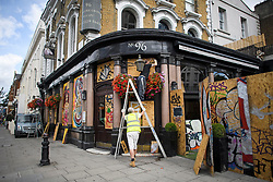 © Licensed to London News Pictures. 24/08/2018. London, UK. Workmen board up the windows of The Elgin pub on Ladbroke Grove in Notting Hill, West London ahead of the 2018 Notting Hill Carnival which starts this weekend. Photo credit: Ben Cawthra/LNP