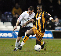 Photo: Leigh Quinnell.<br /> Luton Town v Hull City. Coca Cola Championship. 13/03/2007. Hulls Ricardo Vazte battles with Lutons Sol Davis.